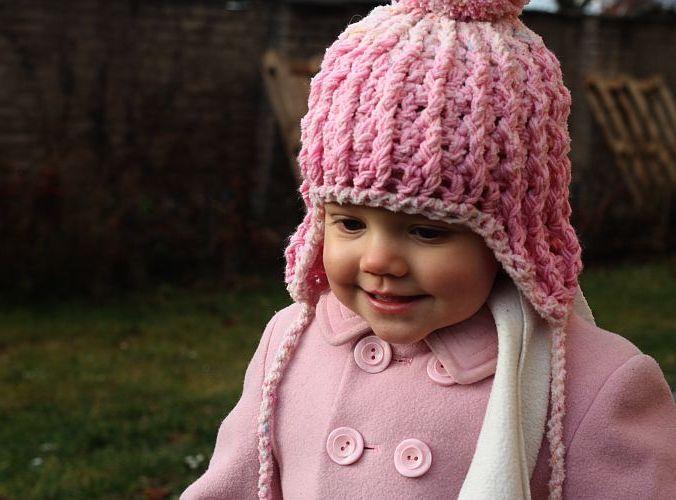 Komplet růžové háčkované čepičky a rukaviček