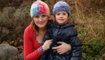 Modrá a duhová vlněná tlustá čepice