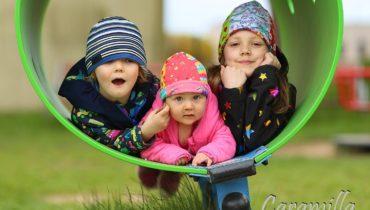 Jarní pohoda na dětském hřišti