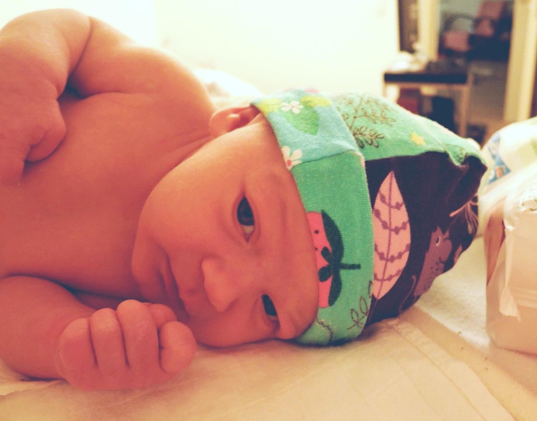 Patchworková čepice pro novorozence (střih a návod)