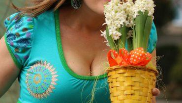 Ručně malované šaty – mandaly na tyrkysu