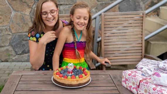 Jasmínky narozeniny a ovocný její cheesecake